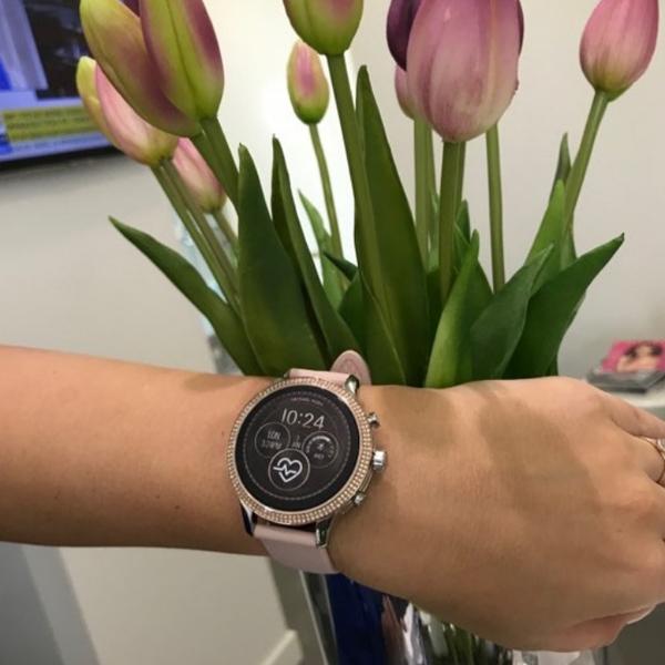 Smartwatch michael kors mkt5055 rose gold pastelowy r%c3%b3%c5%bc