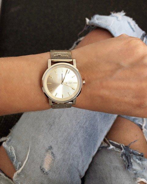 Zegarek dkny ny2621 zloty z logo na bransolecie