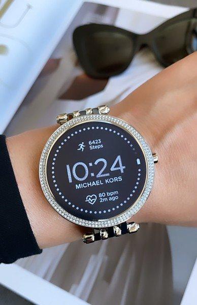 Srebrny smartwatch kors michael darci mkt5126 bransoleta 5 generacja gwarancja autoryzowany sklep polska dystrybucja nadgarstek