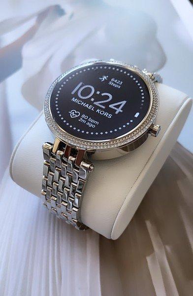 Srebrny smartwatch kors michael darci mkt5126 bransoleta 5 generacja gwarancja autoryzowany sklep polska dystrybucja krysztalki